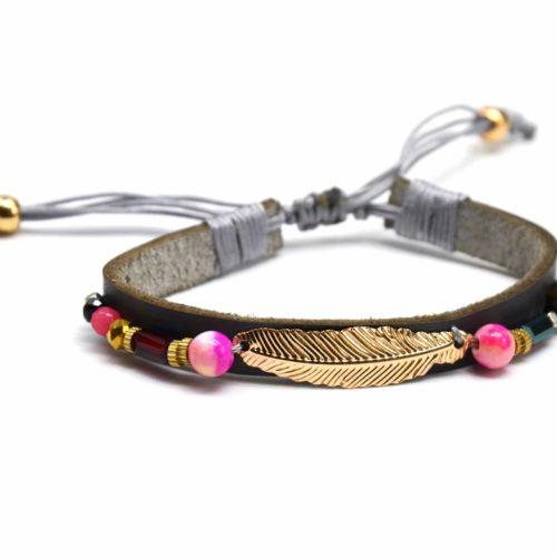 Bracelet-Cordon-Ajustable-Simili-Cuir-Gris-avec-Plume-Ethnique-Metal-et-Perles