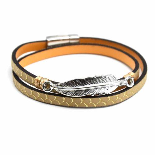 Bracelet-Double-Tour-Imprime-Ecailles-et-Charm-Plume-Metal-Beige