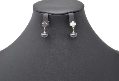 Boucles-dOreilles-Pendantes-Trefle-Strass-Metal-Argente-avec-Perle-Gris-Fonce