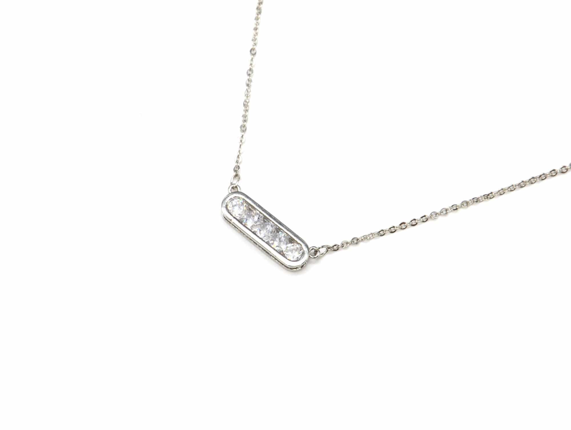7b3de9b458bfd CC1841E - Collier Fine Chaîne Métal Argenté avec Pendentif Rectangle ...
