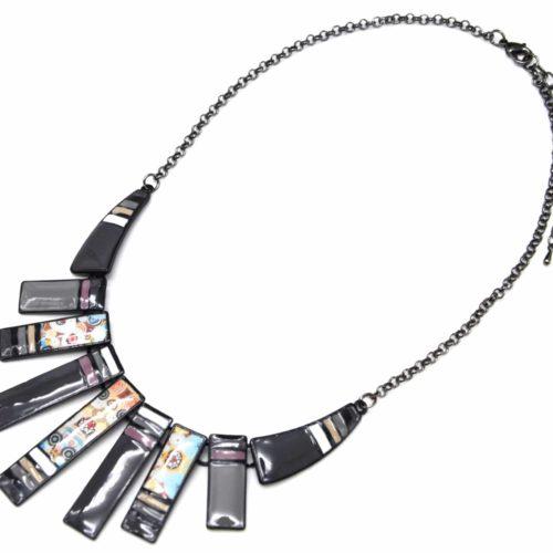 Collier-Plastron-Pendentif-Multi-Barres-Email-Gris-Motif-Paisley-et-Chaine-Metal