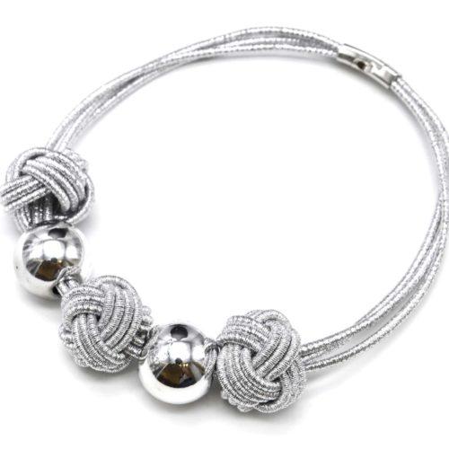 Collier-Multi-Cordons-avec-Noeuds-Fil-Brillant-et-Boules-Metal-Argente