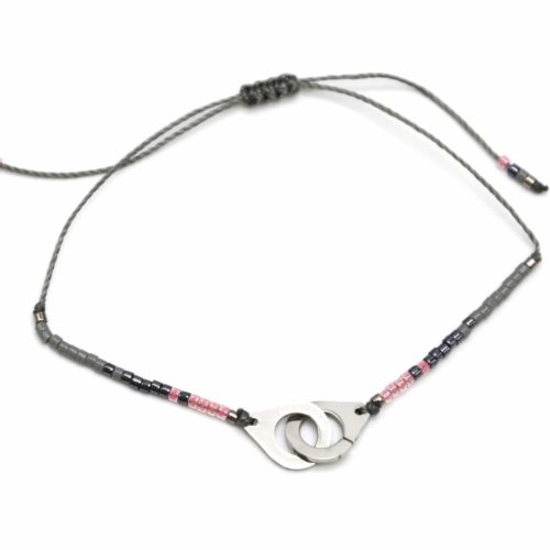 Bracelet-Cordon-Ajustable-Gris-Fonce-avec-Perles-Rocaille-et-Charm-Menottes-Acier-Argente