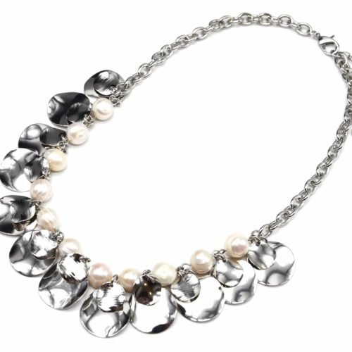 Collier-Plastron-Chaine-avec-Perles-Ecru-et-Multi-Pampilles-Metal-Argente