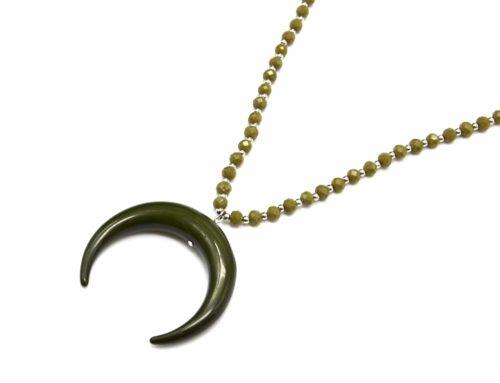 Sautoir-Collier-Perles-Brillantes-avec-Pendentif-Corne-Resine-Kaki