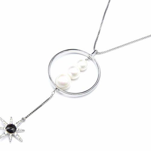 Sautoir-Collier-avec-Pendentif-Cercle-Metal-Argente-Perles-Ecru-et-Soleil-Strass