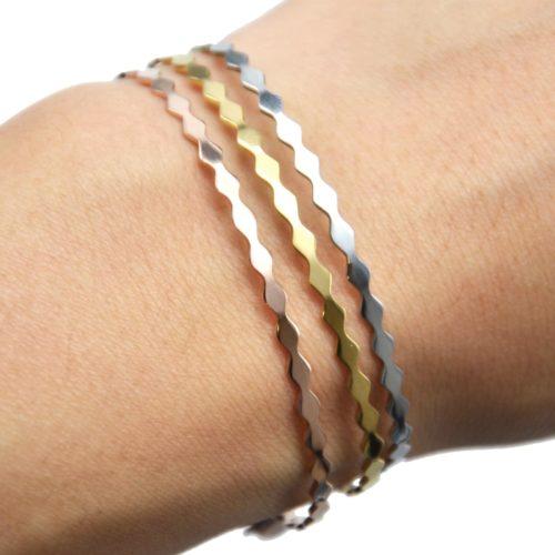 Bracelet-Jonc-Fin-et-Chaine-Acier-avec-Contour-Ondule