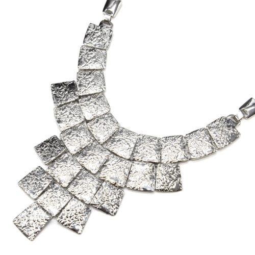 Collier-Plastron-Statement-Pendentif-Multi-Carres-Relief-Metal-Argente