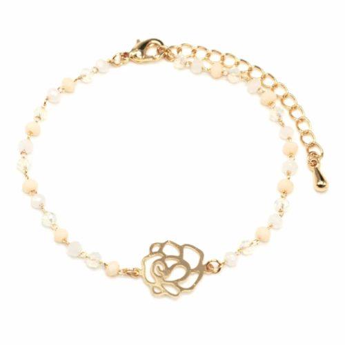Bracelet-Mini-Perles-Beige-avec-Charm-Fleur-Ajouree-Metal-Dore
