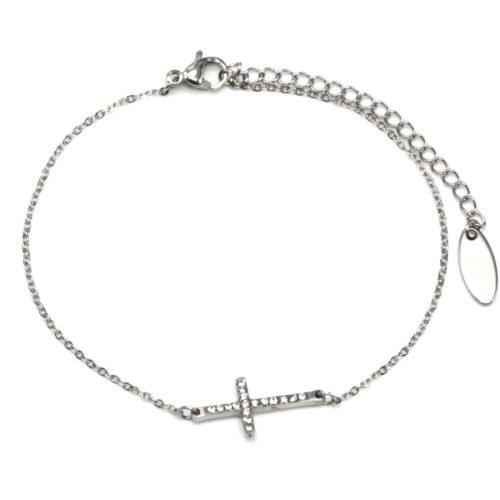 Bracelet-Fine-Chaine-avec-Charm-Mini-Croix-Strass-et-Acier-Argente