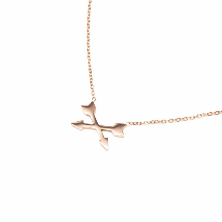 Collier-Fine-Chaine-Pendentif-Fleches-Croisees-Acier-Or-Rose