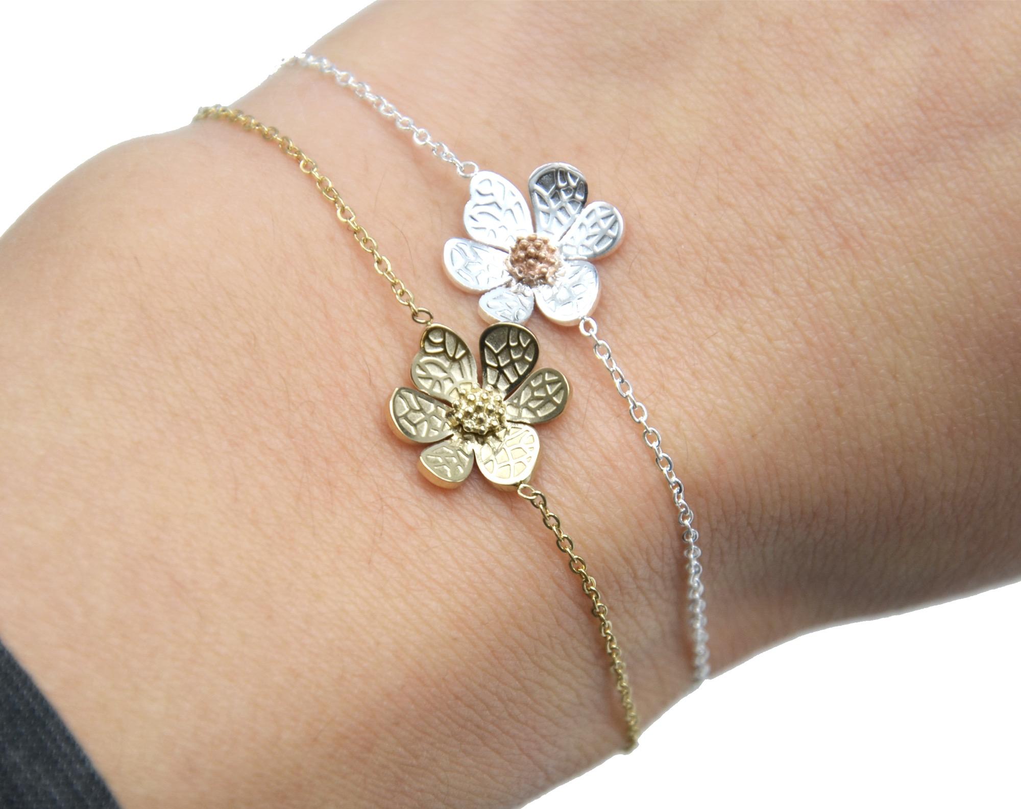 Bc2796f Bracelet Fine Chaine Avec Charm Fleur Petales Motif Relief