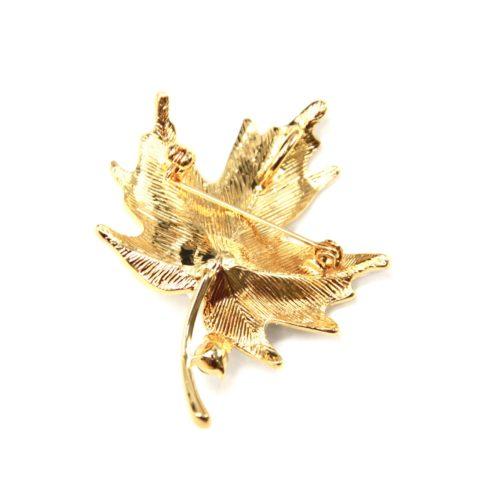 Broche-Epingle-Feuille-Metal-Dore-avec-Paillettes-Strass-et-Perle-Ecru