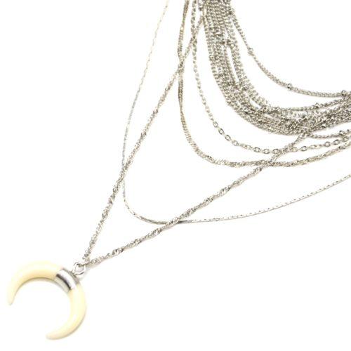 Collier-Multi-Rangs-Chaines-Metal-Argente-avec-Pendentif-Corne-Resine-Ecru