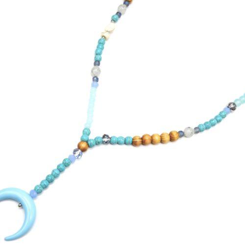Sautoir-Collier-Perles-Bois-et-Effet-Marbre-avec-Pendentif-Corne-Lune-Resine-Bleu-Clair