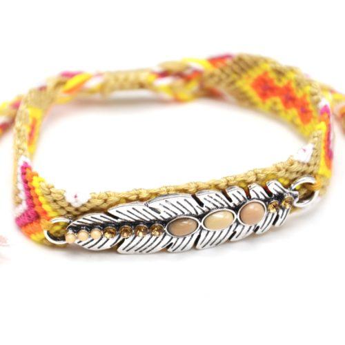 Bracelet-Manchette-Bresilien-Fils-Tresses-avec-Plume-Metal-Argente-et-Perles-Beige