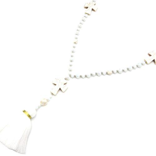 Sautoir-Collier-Perles-Assorties-avec-Triple-Croix-Pierres-Effet-Marbre-et-Pompon-Fils-Blanc