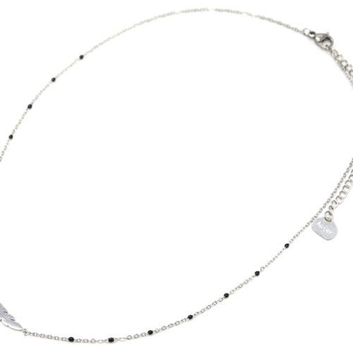 Collier-Fine-Chaine-Mini-Perles-Email-Noir-et-Plume-Acier-Argente