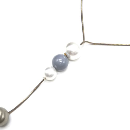 Sautoir-Collier-Chaine-Serpent-Metal-avec-Pendentif-Y-Perles-Ecru-et-Boules-Grises