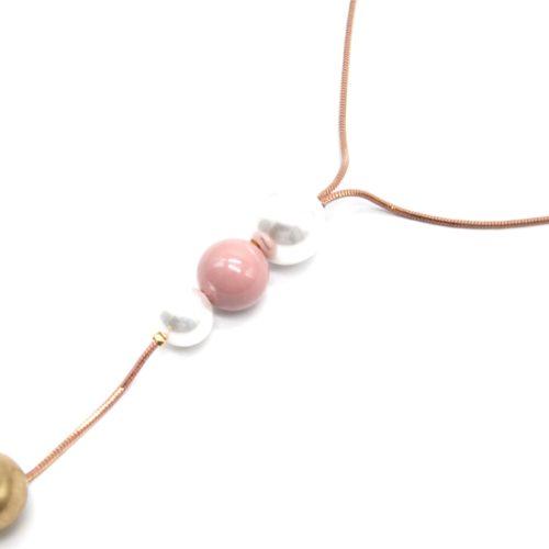 Sautoir-Collier-Chaine-Serpent-Metal-avec-Pendentif-Y-Perles-Ecru-et-Boules-Rose/Dore