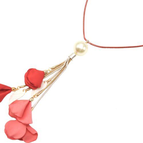 Sautoir-Collier-Chaine-Serpent-Metal-avec-Pendentif-Perle-Ecru-et-Petales-Fleurs-Rouge-Corail