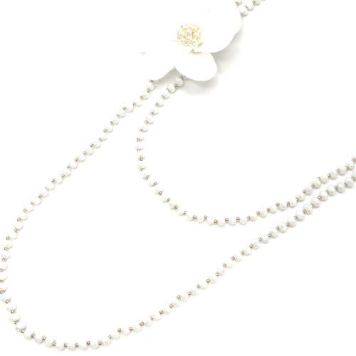 Sautoir-Collier-Double-Tour-Perles-Brillantes-avec-Fleur-XXL-Tissu-Blanc-et-Perles-Strass
