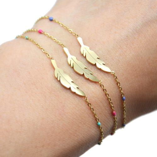 Bracelet-Fine-Chaine-Mini-Perles-Email-Couleur-avec-Plume-Acier-Dore