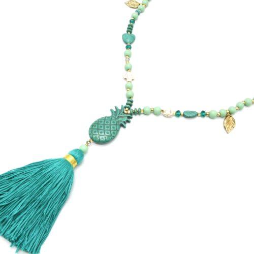 Sautoir-Collier-Perles-Bois-Charms-avec-Pierre-Ananas-Effet-Marbre-et-Pompon-Vert