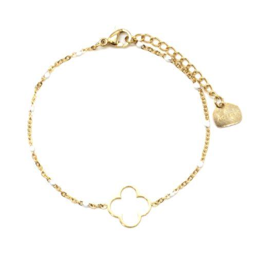 Bracelet-Fine-Chaine-Mini-Perles-Email-Blanc-avec-Trefle-Acier-Dore