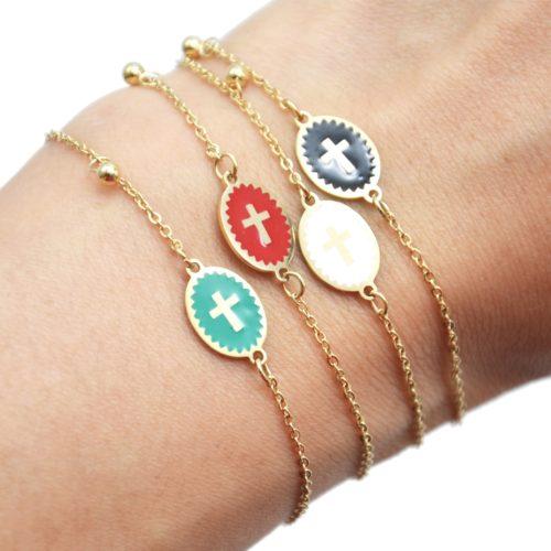 Bracelet-Fine-Chaine-Acier-Dore-avec-Ovale-Email-Motif-Croix