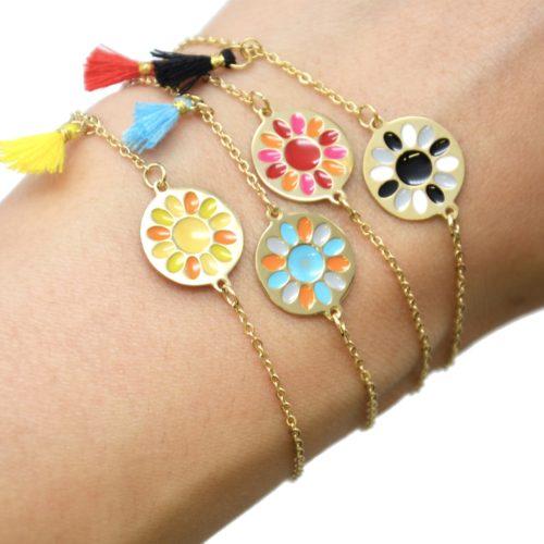 Bracelet-Fine-Chaine-Acier-Dore-avec-Cercle-Fleur-Email-et-Pompon-Couleur