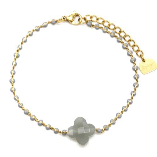 Bracelet-Fine-Chaine-Acier-Dore-Perles-Email-Gris-avec-Pierre-Trefle