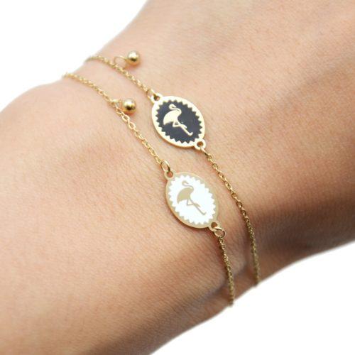 Bracelet-Fine-Chaine-Acier-Dore-avec-Cercle-Email-Motif-Flamant-Rose