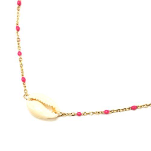 Collier-Fine-Chaine-Acier-Dore-Mini-Perles-Email-Fuchsia-et-Pendentif-Coquillage