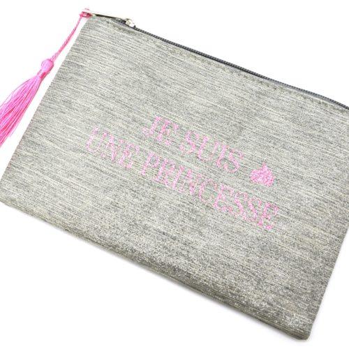 Trousse-Maquillage-Pochette-Tissu-Argente-Message-Je-Suis-Une-Princesse-et-Pompon-Rose