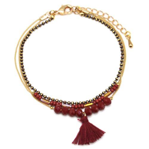 Bracelet-Multi-Rangs-Chaine-Metal-Dore-avec-Perles-et-Pompon-Bordeaux