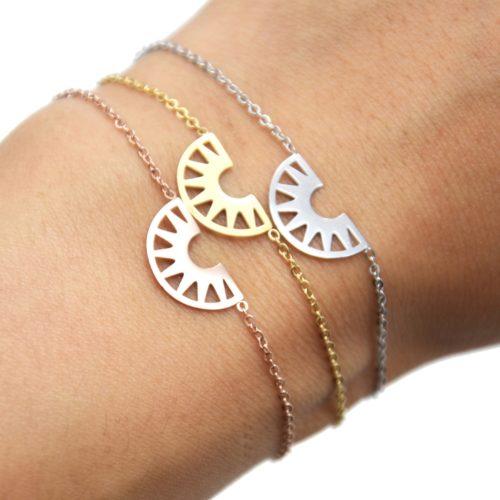 Bracelet-Fine-Chaine-avec-Charm-Demi-Cercle-Ajoure-Acier