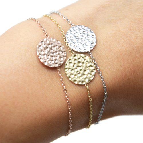 Bracelet-Fine-Chaine-avec-Charm-Medaille-Martelee-Acier