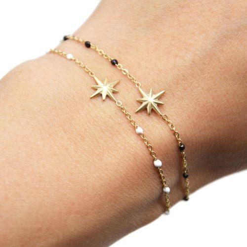 Bracelet-Fine-Chaine-Acier-Dore-et-Mini-Perles-Email-avec-Etoile-Polaire