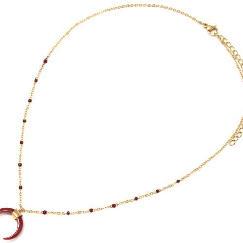 Collier-Fine-Chaine-Mini-Perles-Email-Bordeaux-et-Corne-Resine-Acier-Dore
