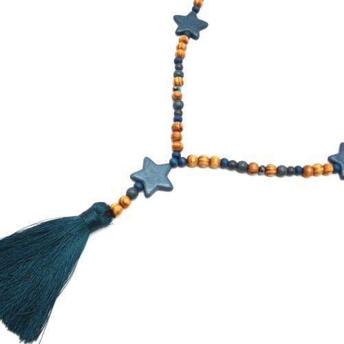Sautoir-Collier-Perles-Bois-et-Effet-Marbre-avec-Triple-Etoiles-Pierre-et-Pompon-Bleu-Canard