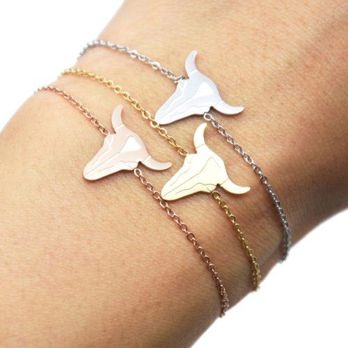 Bracelet-Fine-Chaine-avec-Charm-Tete-Buffle-Acier