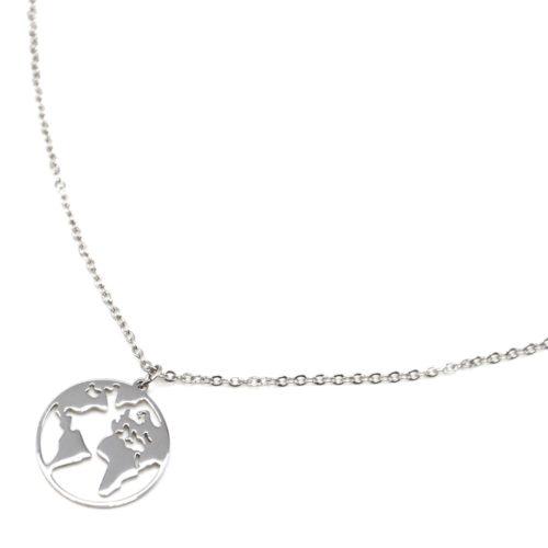 Collier-Fine-Chaine-avec-Pendentif-Globe-Carte-Monde-Acier-Argente
