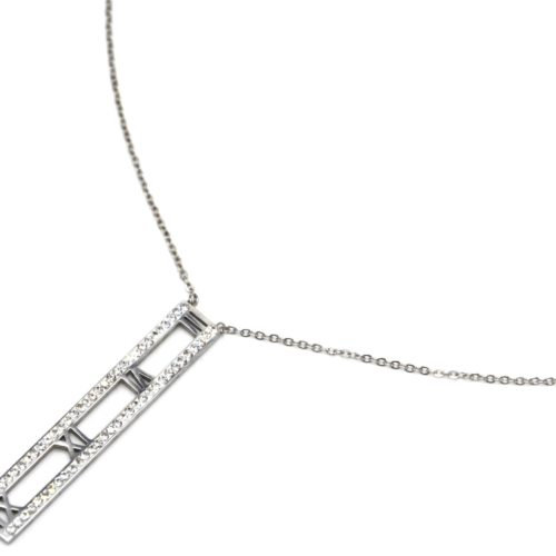 Collier-Fine-Chaine-avec-Pendentif-Chiffres-Romains-Acier-Argente-Contour-Strass