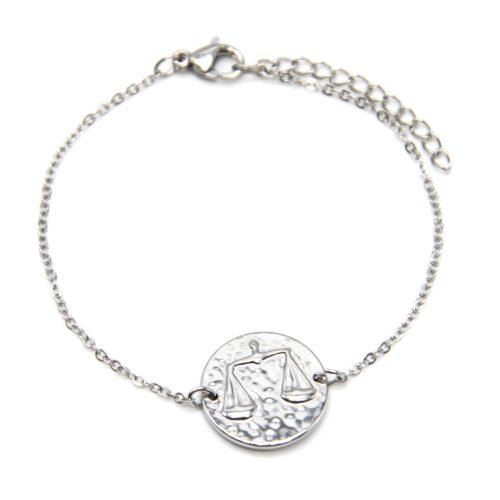 Bracelet-Fine-Chaine-Acier-Argente-avec-Charm-Medaille-Balance-Signe-Zodiaque