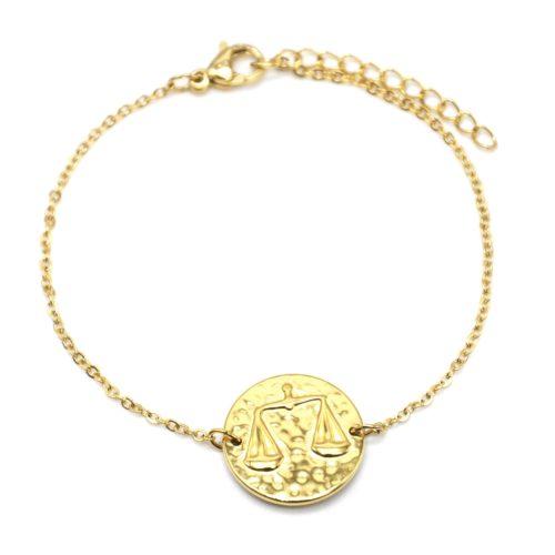 Bracelet-Fine-Chaine-Acier-Dore-avec-Charm-Medaille-Balance-Signe-Zodiaque