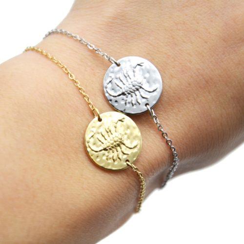 Bracelet-Fine-Chaine-Acier-avec-Charm-Medaille-Scorpion-Signe-Zodiaque
