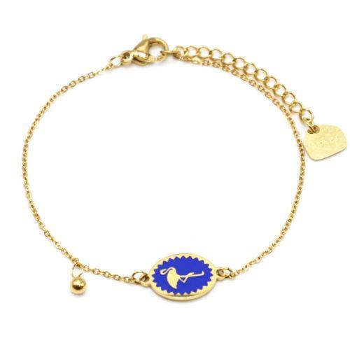 Bracelet-Fine-Chaine-Acier-Dore-avec-Ovale-Email-Bleu-Motif-Flamant-Rose