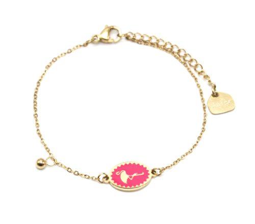 Bracelet-Fine-Chaine-Acier-Dore-avec-Ovale-Email-Fuchsia-Motif-Flamant-Rose