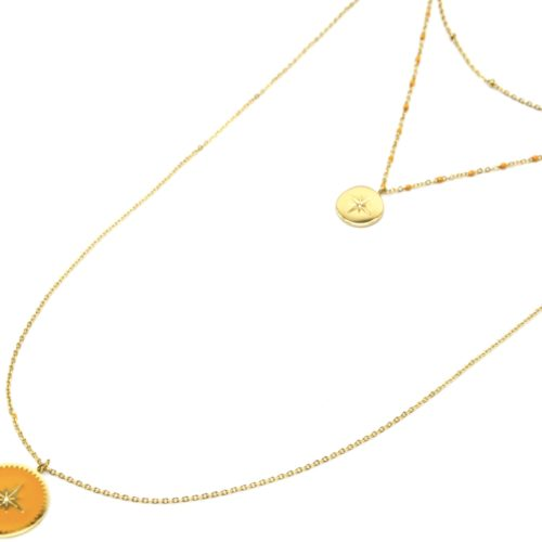 Collier-Triple-Chaine-Mini-Perles-Medaille-Acier-Dore-et-Etoile-Polaire-Jaune-Orange